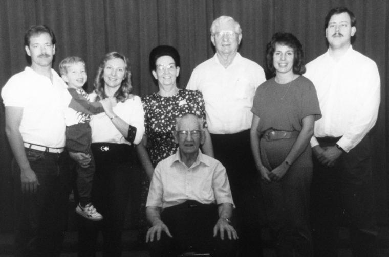 N Papa & Nat's fam 1993 bw